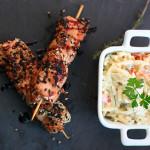 Espetinhos de frango e salada de risoni