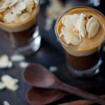 Sobremesa de ganache de chocolate, doce de leite e amêndoas