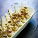 Aperitivo de pera  com pistache e salada de romã e chia