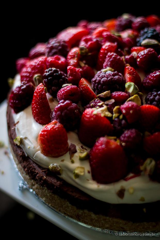 torta ganache com frutas vermelhas