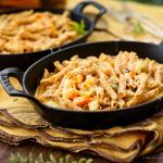 Macarrão integral de forno com legumes